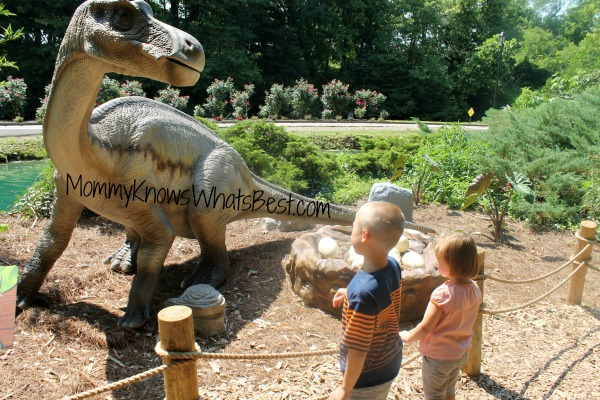 dinosaurs at Dutch Wonderland