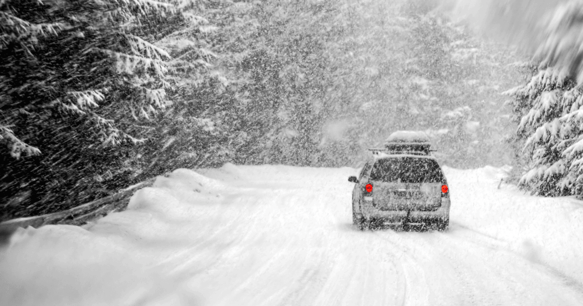 Car Traveling in Snow Emergency Car Kit Checklist